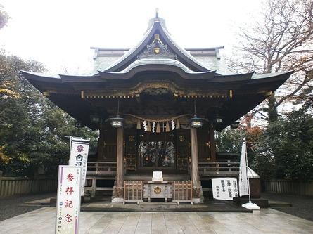歴史上のヒーローとして有名な源義経の「白旗神社」
