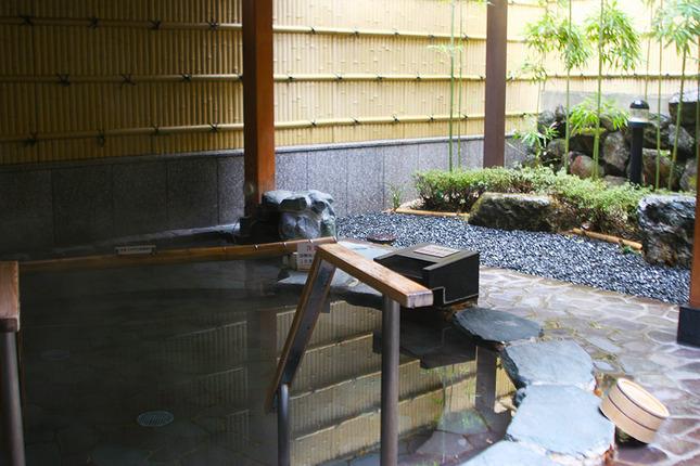 2つの源泉が楽しめる駅近温泉「弘法の里湯」