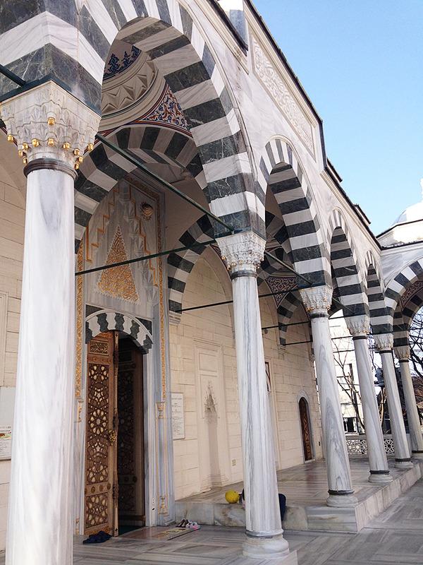 モスクで礼拝しよう「東京ジャーミー・トルコ文化センター」の画像