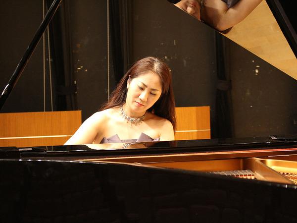 町田出身のピアニスト水野沙織さんの画像