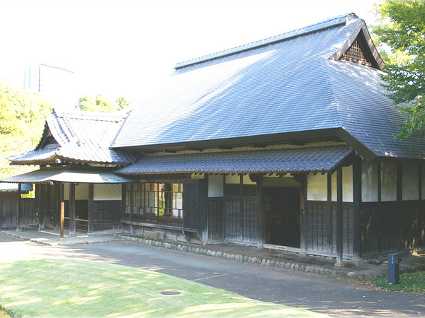 文化財にもなっている建物でしばしの語らいをの画像