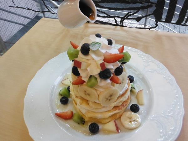 こだわりのパンケーキとスムージーを召し上がれ!の画像