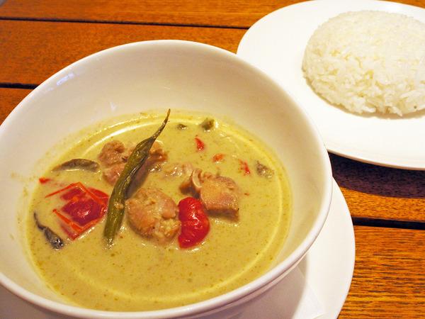 各国のアジア料理をアレンジしたメニューを堪能♪