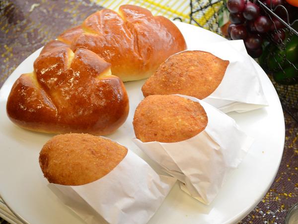いつも焼きたての香りに包まれてパン店の画像