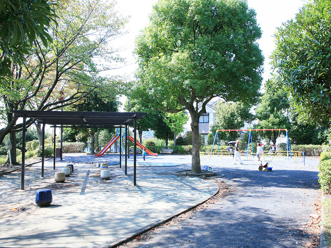 少年野球場も併設した地元の子どもたちに大人気の公園