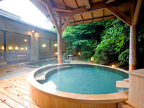 箱根の玄関口に建つリゾートホテルの温泉で温まる