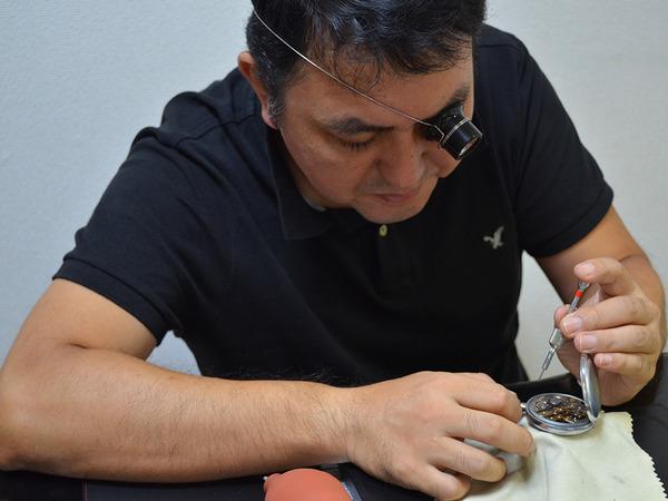 時計修理もできる買い取りショップの画像