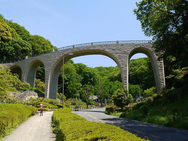 絶景が眺められる、迫力のある橋