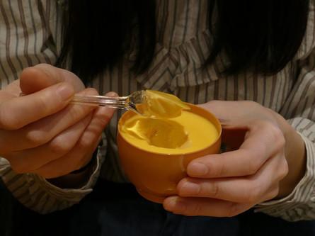 卵形の容器に入った箱根プリン