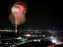 駅チカ、河川敷で花火を楽しむ!あしがら花火大会
