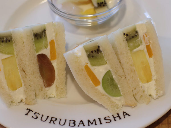 人気ホットケーキ屋さんでフルーツサンドモーニングの画像