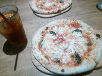 本格的なピザ窯で焼きたてピザ