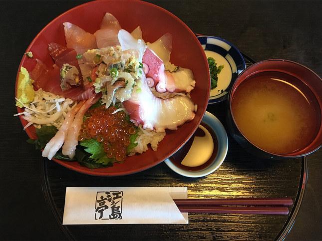 """海鮮丼の定食"""