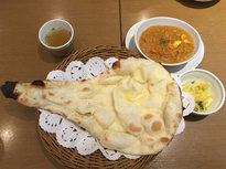 焼き立てのナンで味わう日本人好みのカレー