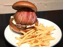 見目麗しい「りんごバーガー」。味のバランスも抜群!