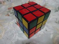 6面体を揃える頭脳ゲーム