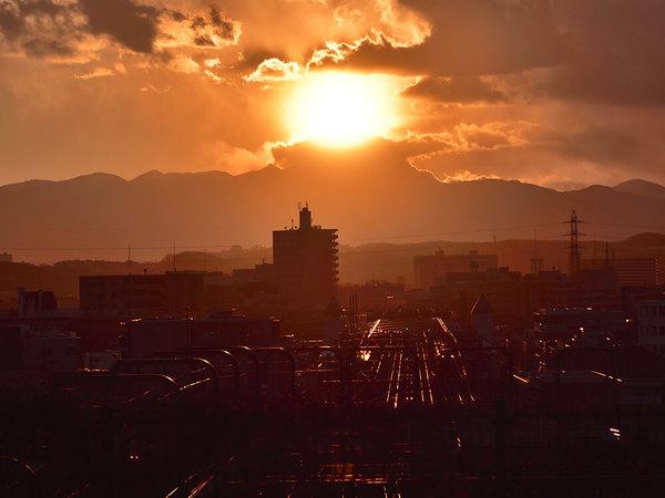 哀愁漂う、成城不動橋からの夕景