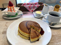 名店の味を引き継ぐ昭和レトロな「ホットケーキ」