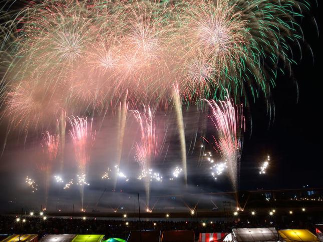 夏祭りも満喫できる「あつぎ鮎まつり大花火大会」