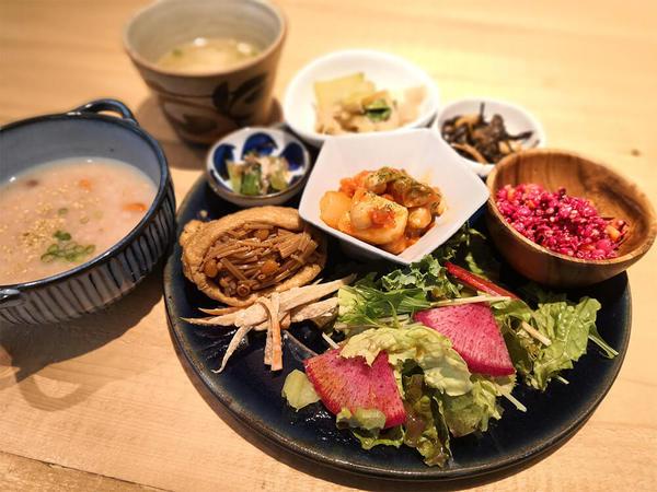 心と体が喜ぶオーガニック食材のワンプレートランチ