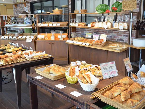 天然酵母使用のパンやこだわりの食材がそろうの画像