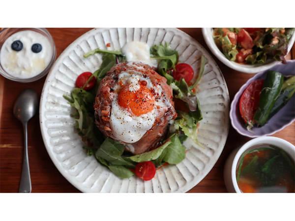 野菜たっぷりのヘルシーでバランスよい創作料理を提供の画像