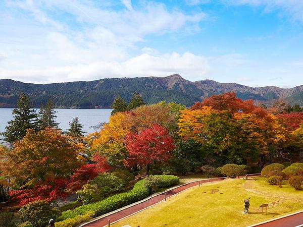 庭園で紅葉を楽しめるホテルの画像