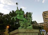小田原駅西口の駅前広場に!