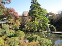 箱根湯本から徒歩7分、歴史ある日本庭園の素晴らしい旅館でひとときを。
