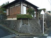 旧正月前に道祖神の屋根葺き替え