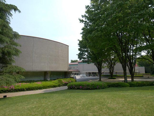 自然に囲まれた世田谷美術館