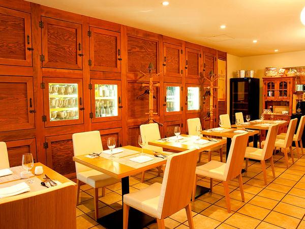 本場の味と空間が楽しめる、南チロル料理店の画像