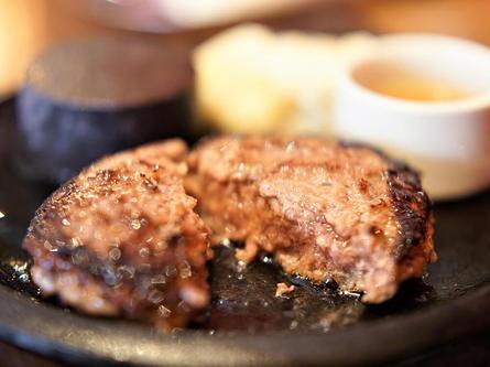 総菜バーと黒毛和牛ハンバーグのセットランチが人気!
