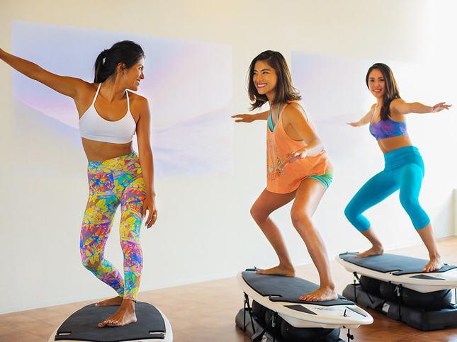 サーフィンの動きで体幹を鍛える