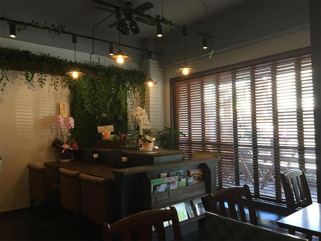 新規オープン住宅街のおしゃれカフェ