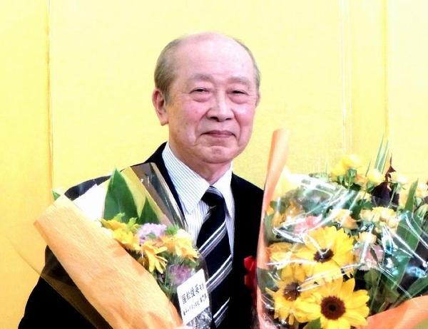 国松俊英さんが児童文芸ノンフィクション文学賞特別賞の画像