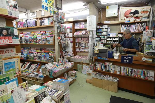 藤沢駅南口に23時まで営業の本屋さん!の画像
