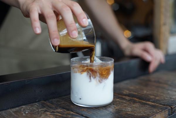 小さなコーヒースタンドで至福の一杯をの画像