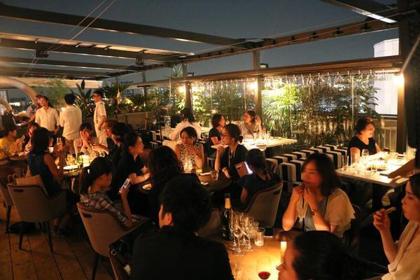大人が集まる ルーフトップレストラン誕生の画像