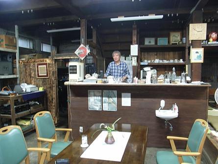 文化財の古い商店が喫茶店に