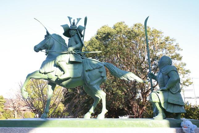 源義経公像が白旗神社に誕生
