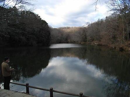 早春の震生湖