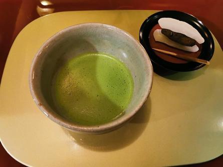 昭和レトロな空間でお点前付きの抹茶をいただける!