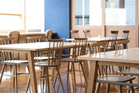 隠れ家的広々カフェ、リモートワークにも最適!