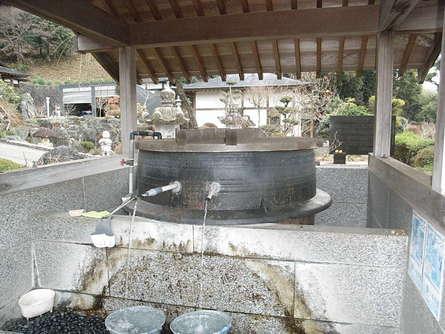 大鉄鍋の手水舎