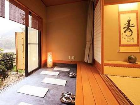宿泊も日帰りも楽しめる?「中川温泉信玄館」で美人の湯を満喫しよう!