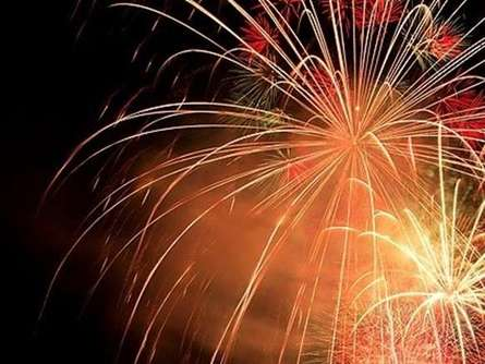 丹沢の山々にこだまする「丹沢湖花火大会」の穴場スポットなどをご紹介!