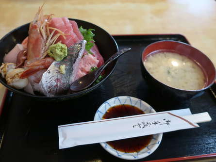 蕎麦屋の海鮮丼