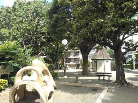 児童館が近く、公衆トイレもある公園